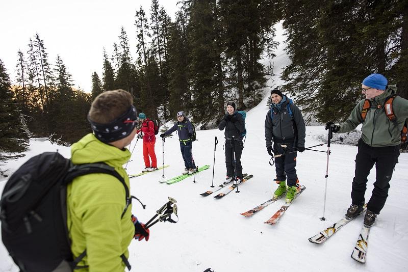 LVS-Check auf dem Skitourenkurs